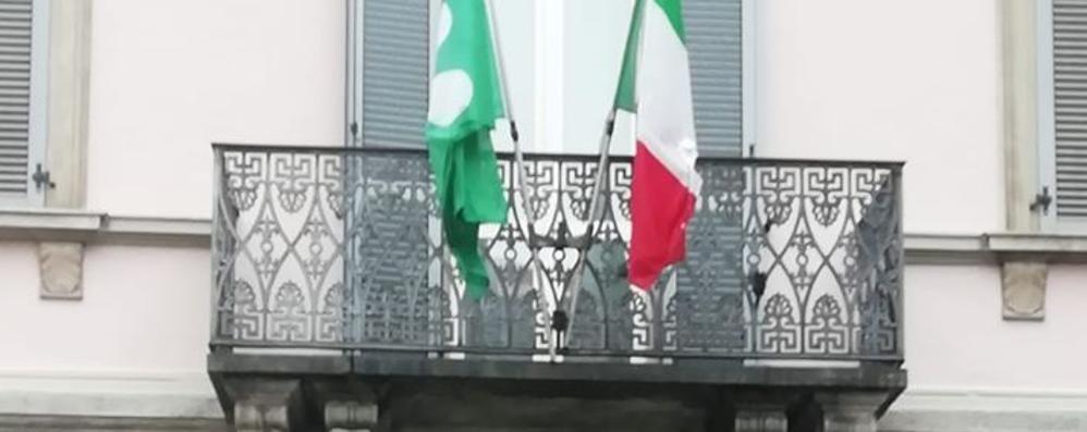 Alta Valle, minuto di silenzio  «Ma senza bandiera europea»