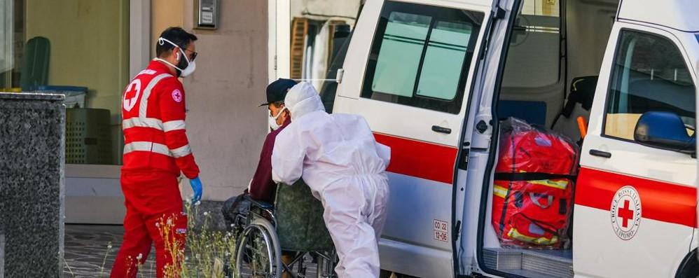 Coronavirus, i malati delle Rsa  trasferiti negli ospedali: «Uno stillicidio»
