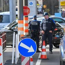 Le frontiere riaprono  Ma la Svizzera frena  su shopping e turismo