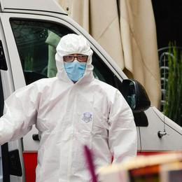Medici e infermieri contagiati dal virus  Decine di fascicoli d'indagine in Procura