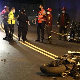 Muore in moto nella galleria di Dongo  La vittima è un carrozziere di Novedrate
