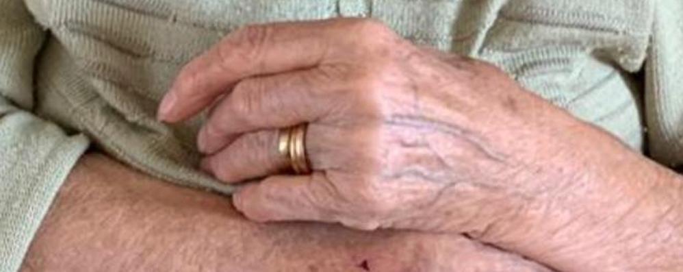 Anelli scomparsi al Sant'Anna  L'appello: «Sono ricordi di famiglia»