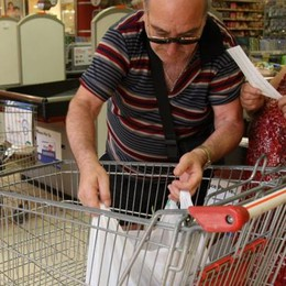 Le famiglie spaventate  e la crisi dei consumi