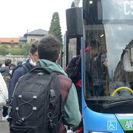 Bus, saltate 200 corse  Timori per le scuole:  «Lunedì tutti alle 8»