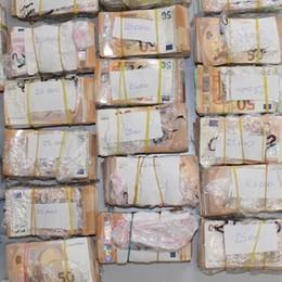 Nel doppiofondo dell'auto 700mila euro   Lui: sono i miei risparmi (video)