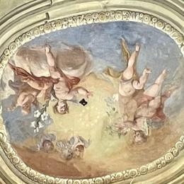 Restaurata la chiesetta di Maccio  È spuntata una corona