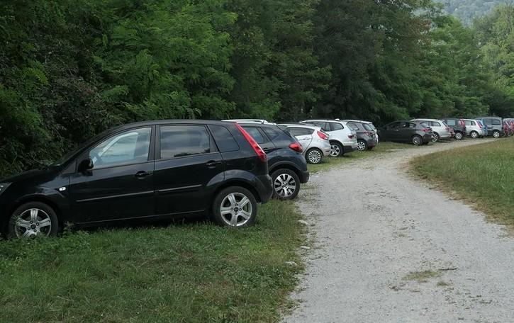 Riserva di Montorfano  «Stop alle auto da primavera»