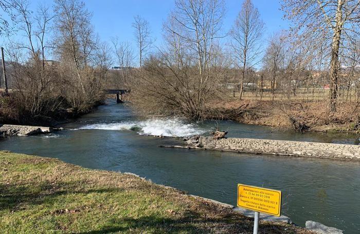 Lo sbarramento-diga che ha ceduto in località Carpanea