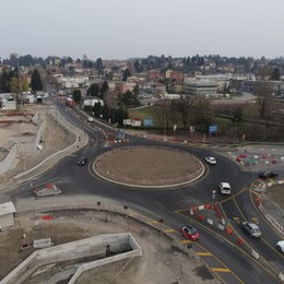 Fino, la nuova viabilità  Rotonda per l'autostrada