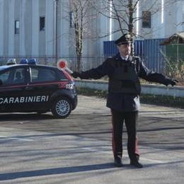 Orsenigo, arrivano i carabinieri e fuggono  Due arrestati con droga e 2.000 euro