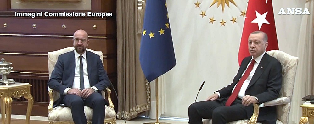 Parlamento critica 'misoginia di Erdogan e inerzia di Michel'