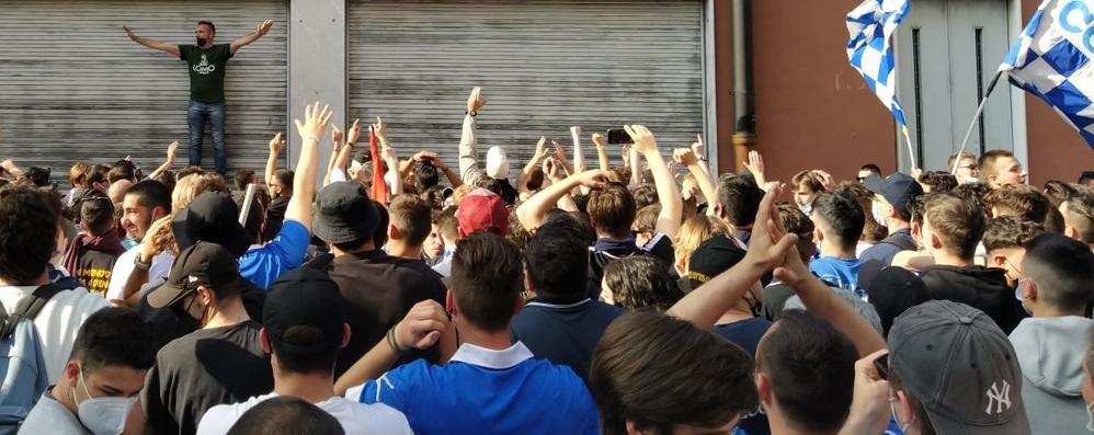 La squadra si affaccia dallo stadio Che festa al Sinigaglia (video)