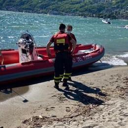 Morto il surfista soccorso alla Punta  Un malore prima di finire in acqua