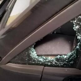 Auto in sosta nel mirino dei ladri  «Una passeggiata costata cara»