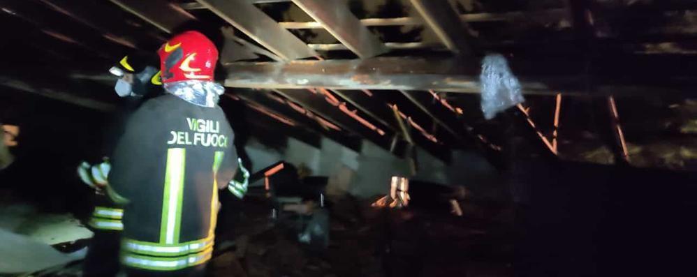 Casa colpita da un fulmine  Rovello, salvi i tre occupanti