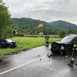 Erba, frontale sulla Arosio-Canzo  Arriva l'elicottero, due feriti