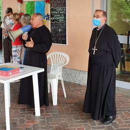 Erba, visita alle suore decimate dal Covid  Il conforto di Delpini a Buccinigo