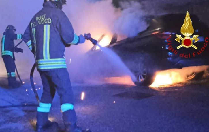 Auto in fiamme a Vertemate  Niente dolo, causa accidentale