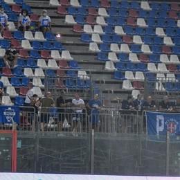 Eccoli lì, sugli spalti a Crotone Che belli i tifosi del Como