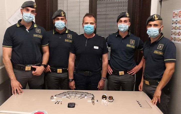 Valsolda, spinelli e anfetamine nello zaino  Olandese intercettato al valico di Oria