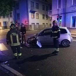 Arosio, scontro tra auto Due feriti in via Marconi