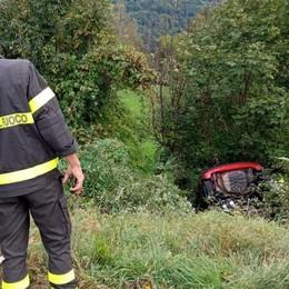 Centro Valle Intelvi  finisce nella scarpata  dopo lo scontro: illesa
