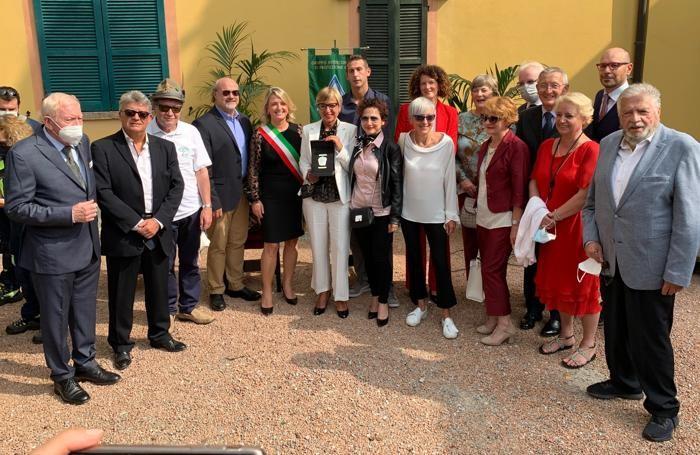 Dirigenti, responsabili, volontari e cda di Ca' Prina con  il prefetto Andrea Polichetti e il sindaco Veronica Airoldi