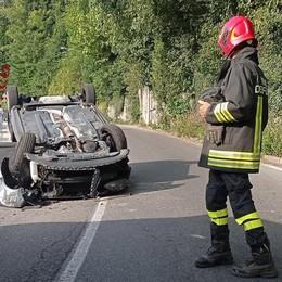 Asso, paura per due nell'auto ribaltata  Canzo, auto si incendia all'improvviso