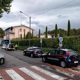 Carugo, tragedia in albergo  Morto nel sonno a 58 anni