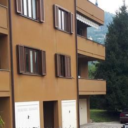Ladri acrobati scalano il palazzo  Svaligiato un appartamento